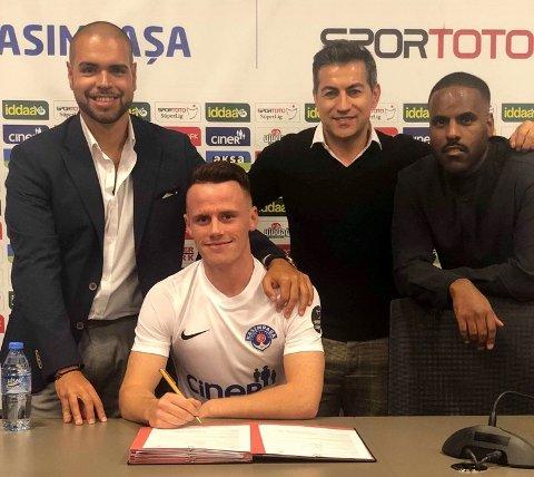 KONTRAKT: Tobias (20) har skrevet under på en avtale med Kasimpasa på 3,5 år.
