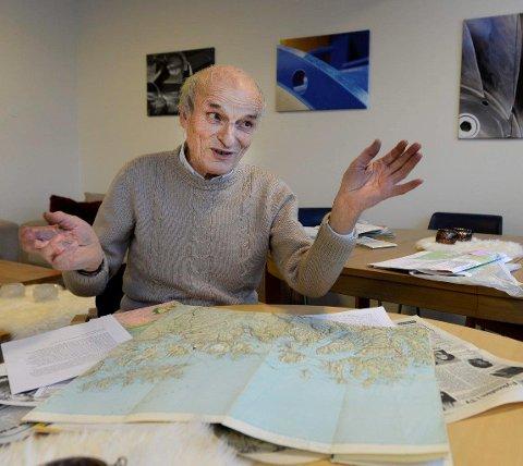 Ulrik Sovegjarto har ikke tall på hvor mange geologiske kart han har tegnet. Norges Geologiske Undersøkelser har ti av dem i sitt arkvi, selv mener 76-åringen at han har laget utallige flere som NGU ikke har i sitt arkiv. (Foto: Øyvind Bratt)