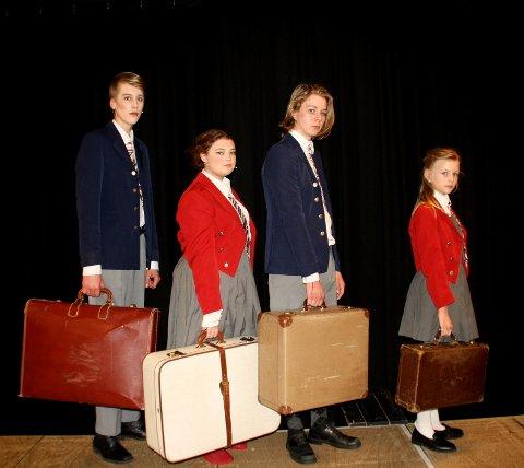 Pevensie-barna er på vei ut av London for å evakueres. Spilles av Tobias Wessel, Andrea E Eggen , Michael M severn, og Ida Staff.