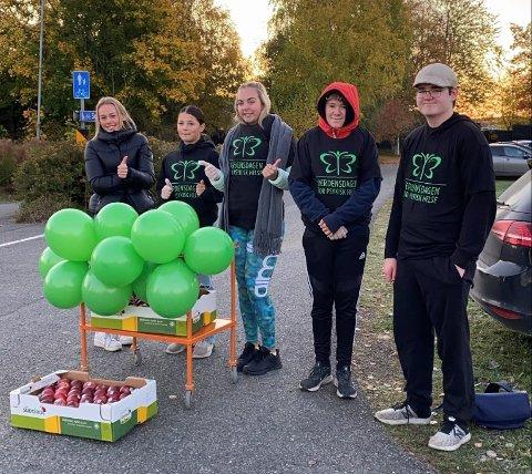 MARKERING: Medlemmer av elevrådet ved Sande Ungdomsskole spredte budskapet.