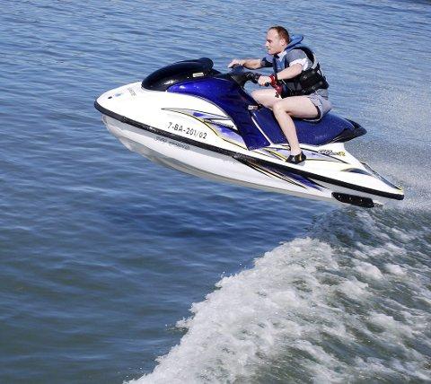 SCOOTER: Kommunestyret har opphevet den eksisterende forskriften om bruk av og orden i havner og farvann i Holmestrand kommune.