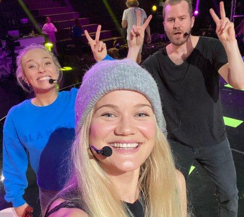 Gruppeframføring: Ingeborg Walther (til venstre), Sandra Lyng og Knut Marius Djupvik og  skal framføre «Barbie Girl» av Aqua under lørdagens «Stjernekamp»-sending.