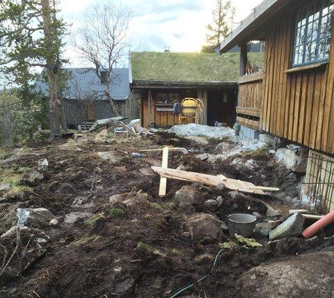 FIKK PRIS: Denne familiehytta besto av to hytter. Nå er den blitt til én, og mottok Bergene Holms hyttepris.