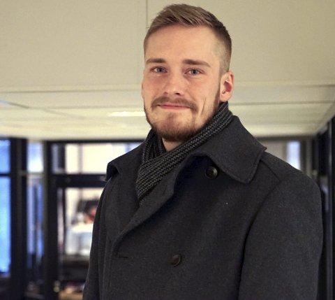 ADMINISTRATOR: Som administrator for Facebook-gruppa «Bjerkvikposten» leser Alexander Fossheim nesten alle kommentarer som blir skrevet i gruppa. Han mener «Bjerkvikposten» er en av de mer konstruktive lokale Facebook-gruppene.