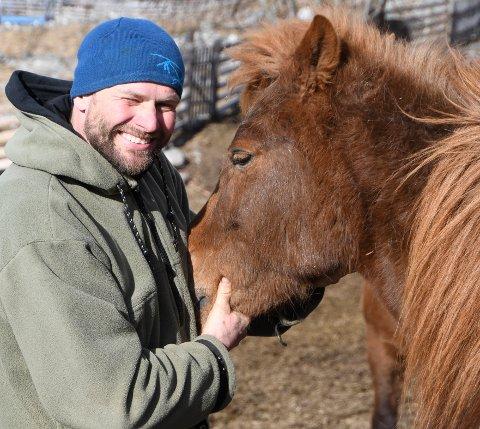 Magne Håvard Forberg i Fjelleventyret har mange mil ved sida av hesten den siste månaden.