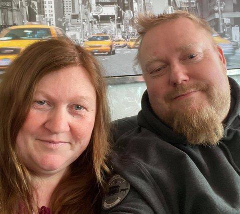 KORONASMITTET: Lill Merete og Geir Jørgen Hermansen Stavheim er smittet av korona og synes det er viktig med åpenhet.