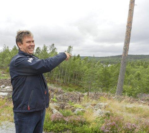 HOLEVANNET: Geir Aarbu ønsker å legge ut 30, 40 hyttetomter med utsikt mot Holevannet. Tomtene kommer til å bli selveiertomter.