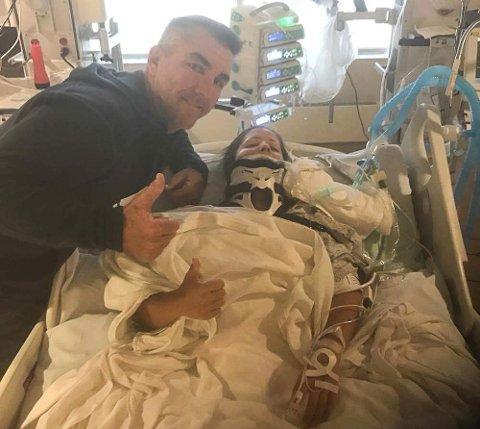 PÅ SYKEHUS: Caroline Olsen ligger på sykehus i New Jersey etter krasjen natt til mandag norsk tid. Her sammen med trener og venn Jason Pridmore.