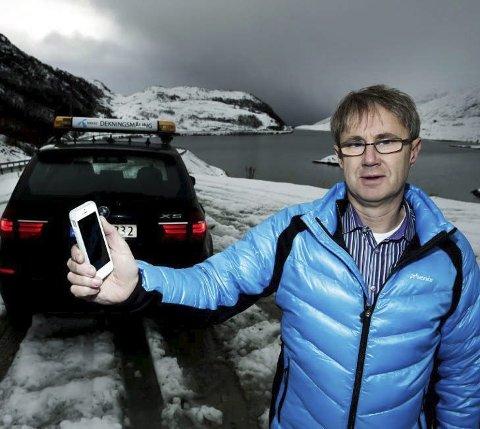 JOBBER PÅ: Bjørn Amundsen, dekningsdirektør i Telenor, vil bygge opp mobilmasta på Seiland fortest råd, etter at den forrige havarerte.