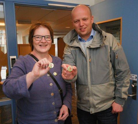 LEDER: Randi Karlstrøm er leder for «For Finnmark». Her er hun, ved en tidligere anledning, avbildet sammen med Sp-leder Trygve Slagsvold Vedum.