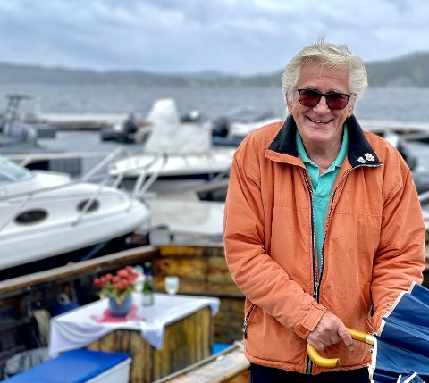 Trebåt: Claus Lian har eid trebåten M/B Gunda i ti år. Det er en helt annen båt enn de han har erfaring fra fra tidligere. FOTO: Jeanette Brubakken