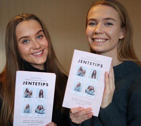 GIR UT BOK: Bestevenninnene Madelène Persson-Stensrud (18) og Birte Deinboll (18) fra Nore og Uvdal gir ut en tips-bok for unge jenter. Foto: Privat.
