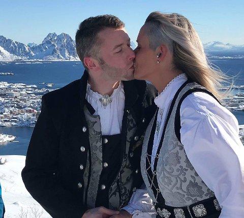 Gift: Etter å ha vært forlovet i 15 år kunne Carl og Karina endelig gi hverandre sitt ja lørdag formiddag - i Kongstind!