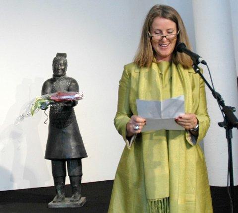 Åpning av Marian Heyerdahls utstilling av 60 terracottakvinner.