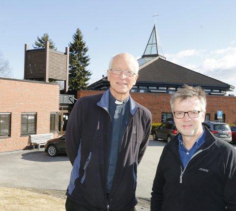 KLARE FOR FEST: Prost Sven Holmsen (til venstre) i Nordre Follo og kantor Ulf Krupka i Ski har mye å by på i påsken.