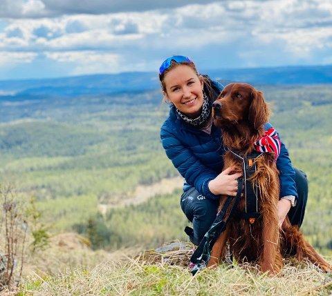LITEN KOHORT: Hunden Birk er nesten den eneste Oda Oppegård Østenengen (27) fra Elverum har vært sammen med det siste året.