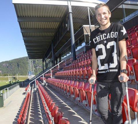 USIKKER: Stian Johansen ble operert i høyrekneet på Rosenborgklinikken i Trondheim den 11. juli. Ennå vet han ikke om fotballkarrieren i Mo IL kan fortsette. Foto: Trond Isaksen
