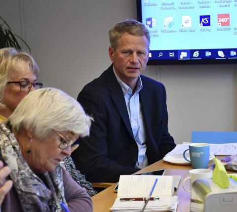 Knut Aall: Vil kutte i lønn og godtgjørelser til politikere, men fikk ikke resten av politikerne med på det. Foto: Olav Loftesnes