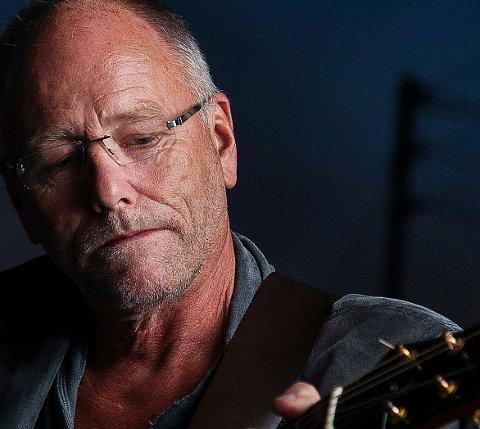 Lars Martin Myhre er gjesteartist på årets julekonsert med Valdres Brass Band.
