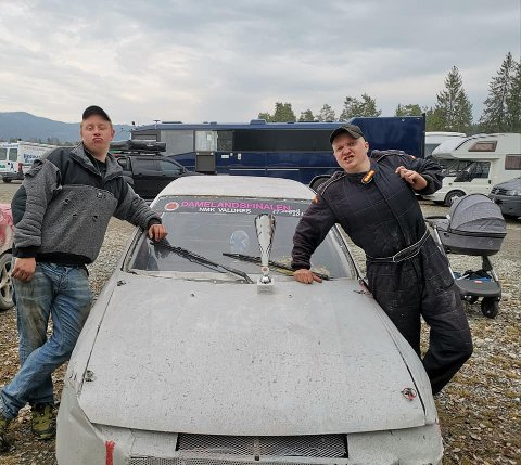 Bra team: Vinneren Alexander Hauglid (t.h.), sammen med hjelpemekaniker Henrik Kompen.