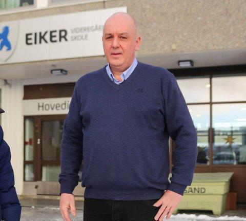 Støtter: - Det er bra vi blir stående på gult nivå ut skoleåret i den situasjonen vi nå er i, sier rektor Jan Helge Russnes ved Eiker videregående skole.