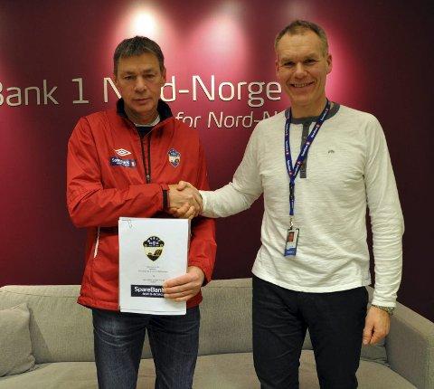 FORNØYDE: Signeringen av sponsor kontrakten mellom Fotballgruppa til HT&IF og Sparebank1 Nord-Norge gir mye igjen for begge parter kan sportslig leder Ole Dyrstad og banksjef Jens Bernhard Thomassen fortelle.