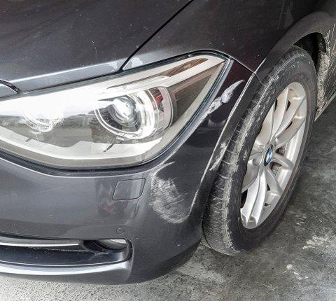 ERGERLIG: Selv om skadet ikke er enorm så er det ikke greit å stikke i fra uten å legge igjen navn og nummer når man har skadet en annen bil.