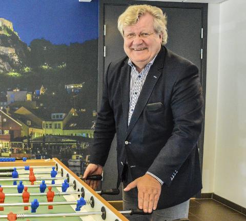 LEDER DE UNGE: Tor Ø. Frydenberg har mye glede av å lede medarbeidere  han i det store og hele kunne ha vært pappa til. – Jeg er mye mer leder enn sjef. Innovasjon handler om lagspill for å dyrke fram de smarte og kreative ideene, sier han.