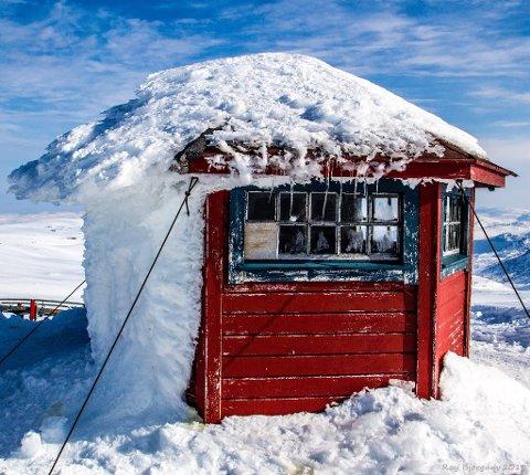 SVARTFJELLHYTTA: Artikkelen i Finnmark Dagblad fra 1970 var ikke ledsaget av noe bilde. Men 40 år senere har vi tilgang til moderne teknologi, og flotte bilder i farger. Dette flotte bildet har vi fått låne av en snill mann fra Rypefjord!