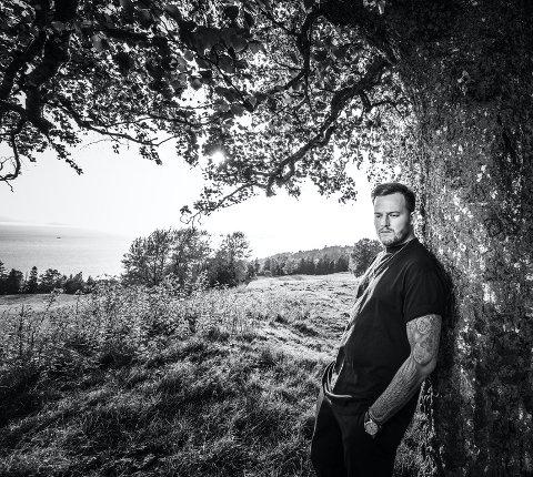 NY MUSIKK: Adrian Jørgensen sier mye produktivt har kommet ut av samarbeidet med låtmakker Kenneth Aksnes det siste året. Siste tilskudd på stammen er singelen «Motvind», som ikke tilfeldig ble utgitt på Verdensdagen for psykisk helse.