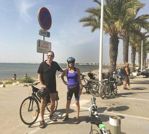 UNDERVEIS: Trek-sykler og sykkel-GPS har bragt Kari og Dag Lanholm fra Oppegård gjennom Europa. Pensjonistparet gjennomførte turen med glans, uten nevneverdige uhell og med bare èn punktering.