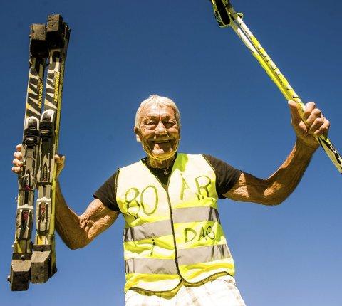 Arne Nymoen har valgt trening også når livet har gått ham i mot. På 80-årsdagen staket han seg de vel 50 kilometerne fra Kvelde til Åsgårdstrand .  Foto: Nils-Erik Kvamme
