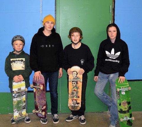 KUL DAG: Ludvig, Ulrik, Lars Mathias og Chris hadde det morsomt i hallen.