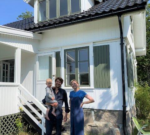 Christian Pagh, sønnen Johannes og Frida Maureen Hultberg har sommerferie på Glenne med familien.