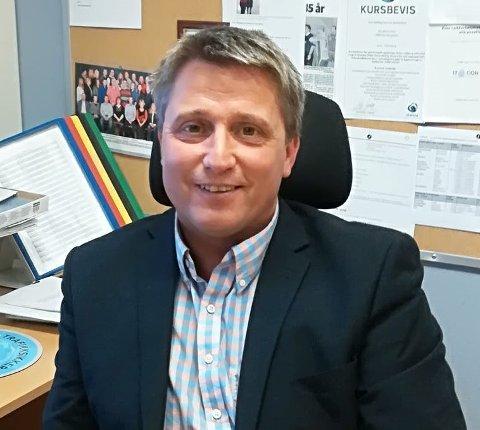 Etter seks år med mye pendling til jobben som rektor ved Hemnes sentralskole, søkte rektor Tore Wetting lykken i en helt annen jobb. Han starter i nyjobben 1. mars.