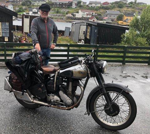 Egil Sjo med sin veteransykkel.