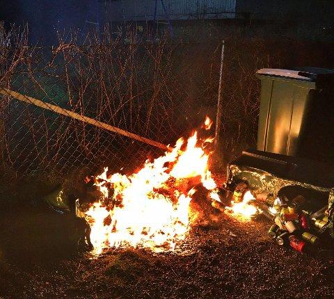 STO I FULL FYR: Slik så det ut da brannvesenet kom fram til brannen.