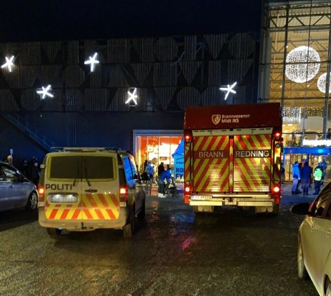 EVAKUERT: Amfi kjøpesenter i Steinkjer ble evakuert etter brann på et kundetoalett 4. juledag.