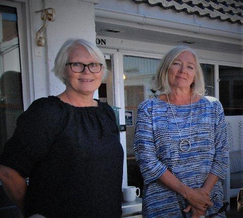 Unni Olimb Norman og Mona Rhein er sentrale i arbeidet med å sikre julestemning i regi av Risør by. Norman skaffer midler, mens Rhein har ansvaret for det operative sammen med arbeidsgruppa.