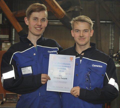 Vinnarane: Frå venstre: Marius Vaktskjold (VG1) og Thomas Furseth (VG2), begge frå Austrheim vidaregåande skule.