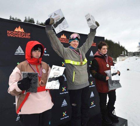 REGJERENDE MESTER: Petter Teksle jubler for NM-gullet i snøbrettcross i Funkelia i mars i fjor. Nå må han vente ett år på neste NM.
