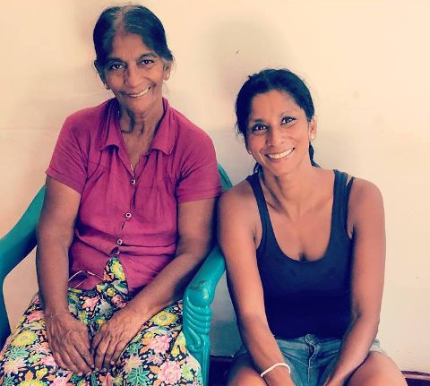 Mor og datter: Anja flyttet til Sri Lanka i sommer for å bli kjent med sin biologiske mor. Hun dokumenterer oppholdet sitt for NRK og Romerikes Blad. Alle foto: privat