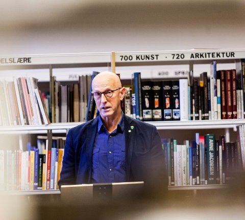 FLERE HENSYN: Rådmannen anbefaler bibliotek i kommunehuset. Her varaordfører Karl Henrik Laache, som også leder hovedutvalget for oppvekst og kultur.