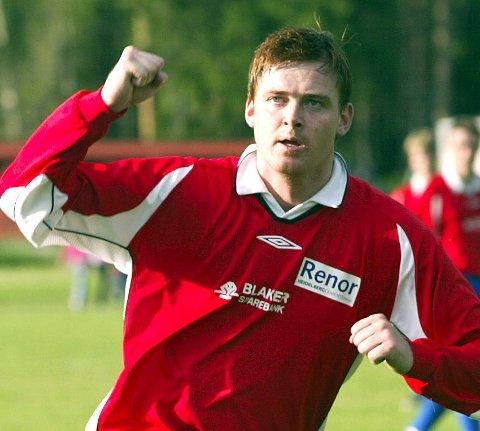 MER JUBEL: Fredrik «Blaker'n» Larsen er stemt fram til å spille for Folkets lag på Åråsen kommende søndag.FOTO: ROAR GRØNSTAD
