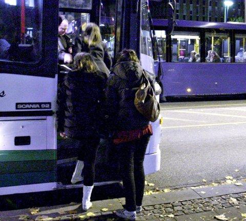 Buss: Nattilbudet er for dårlig, skriver Johansen.