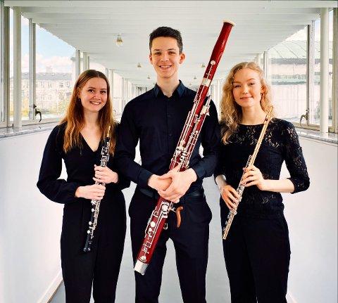 TRIO: denne trioen blir å sjå og høyra i Årdal gamle kyrkje.