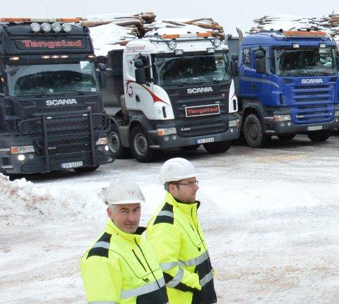 Kontorleder og styrelederOdd Vidar Vandbakk og daglig leder Tom Roger Tangstad i Tangstad transport kunne fredag gi de ansatte den gledelige beskjeden om at de har fått kontrakten på grunnarbeidene til SalMars gigantiske settefiskanlegg på Tjuin/Malm industripark.