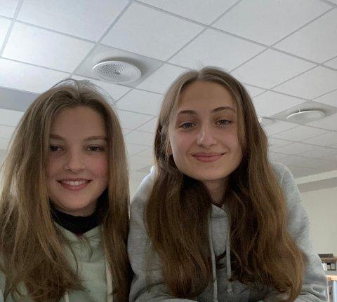 BEVISSTE: Ada Jean Marthinsen (til venstre) og Enkeleda Rukie Kadriaj har blitt mer bevisste på gjenbruk etter at de lærte om hvor skadelig klesproduksjon er.