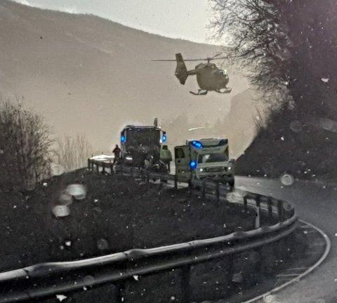 Her ankommer luftambulansen ulykkesstedet.