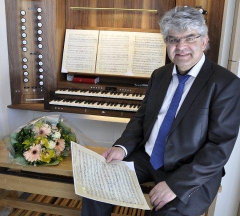 TIL JEVNAKER: Stein Sødal spiller konsert i Jevnaker kirke onsdag.